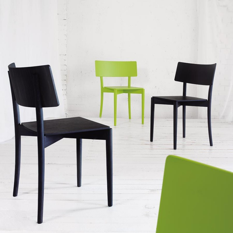 chaise empilable en bois mobilier pour un int rieur design. Black Bedroom Furniture Sets. Home Design Ideas