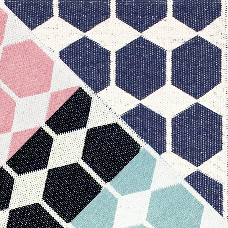 tapis design et plaids pour canap en vente chez pure pure deco. Black Bedroom Furniture Sets. Home Design Ideas