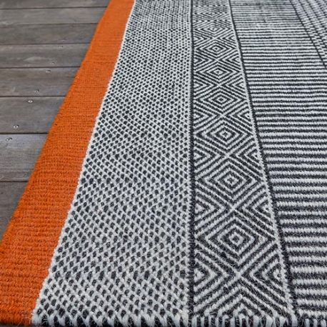Woven rug black and white