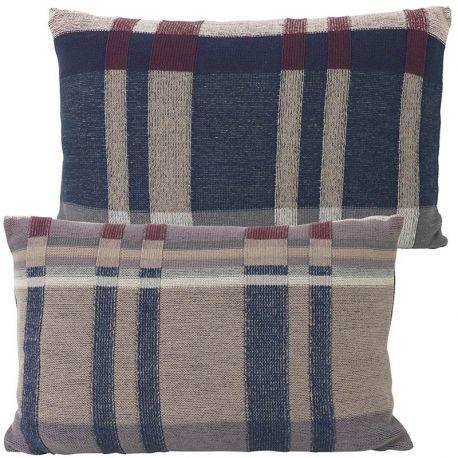 Coussin rectangulaire tricoté bleu foncé