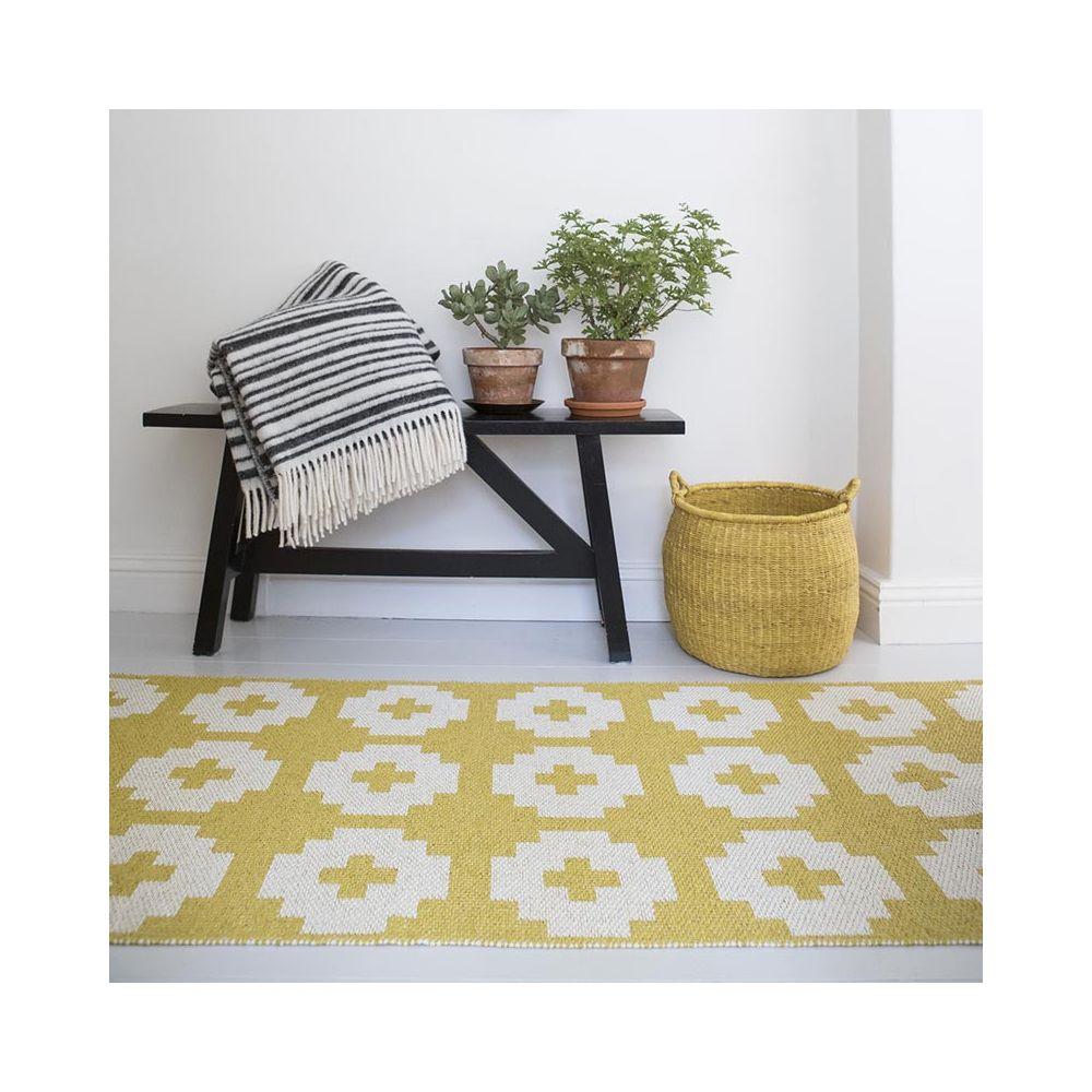 tapis de couloir long tapis en pvc flower par brita sweden. Black Bedroom Furniture Sets. Home Design Ideas