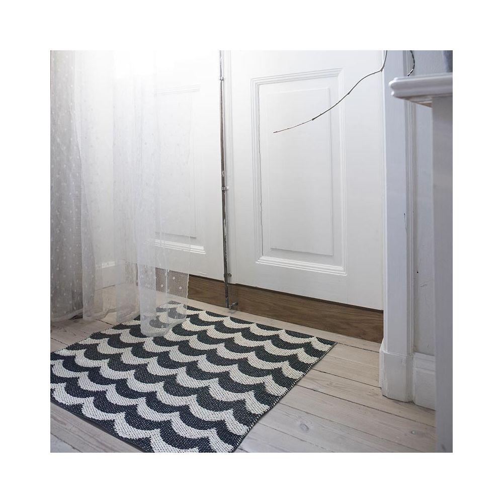 tapis plastique ext rieur brita sweden tapis scandinave noir et blanc. Black Bedroom Furniture Sets. Home Design Ideas