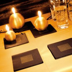 Black and Gold non-woven napkins Françoise Paviot