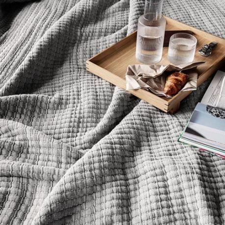 Couvre-lit matelassé épais gris