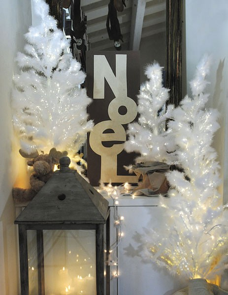 Croissant Déco Noël : Sapin blanc en plumes et fibre optique EZ-49