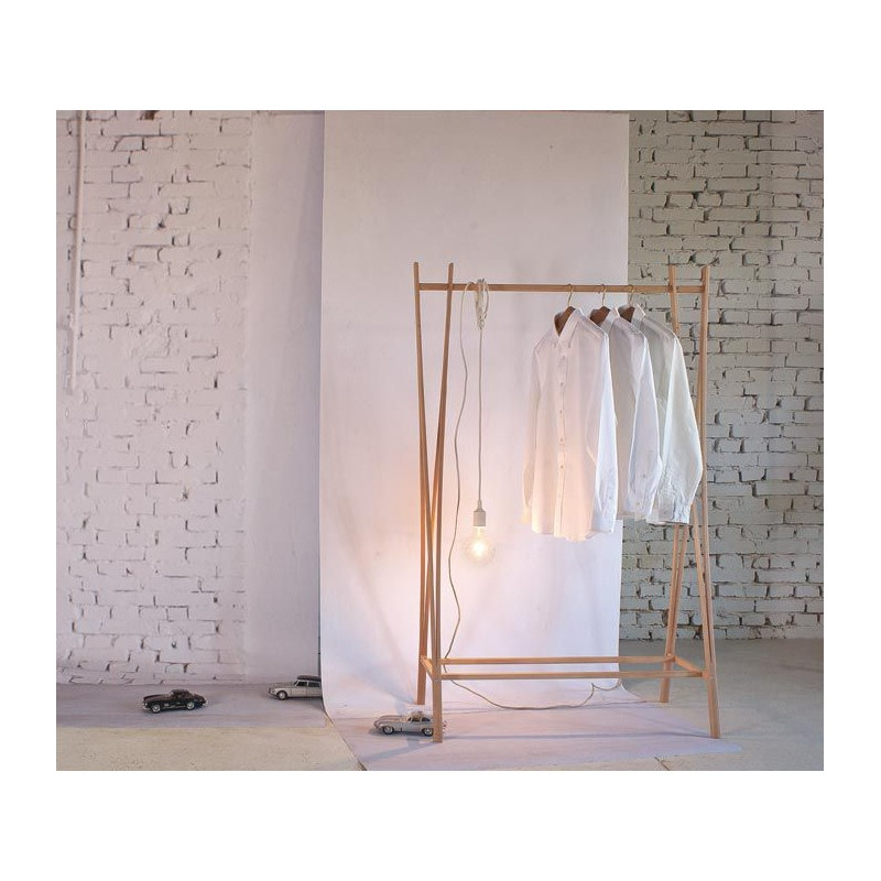 portant v tements design en bois tra ra un portant v tement original et minimaliste. Black Bedroom Furniture Sets. Home Design Ideas
