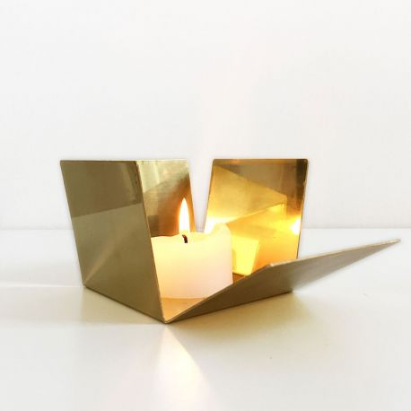 Golden candle holder with mirror effect