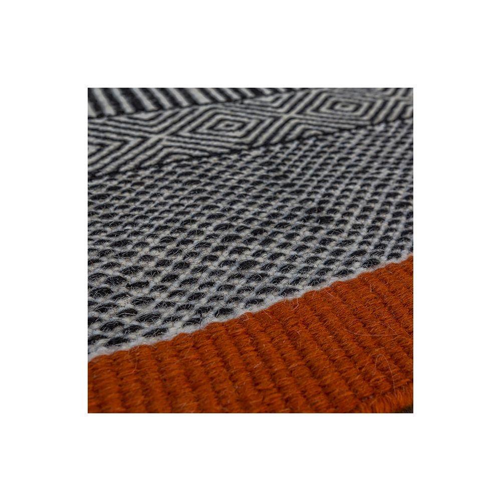Edito tapis - Tapis de salon noir, blanc et orange Tryptik chez Pure ...
