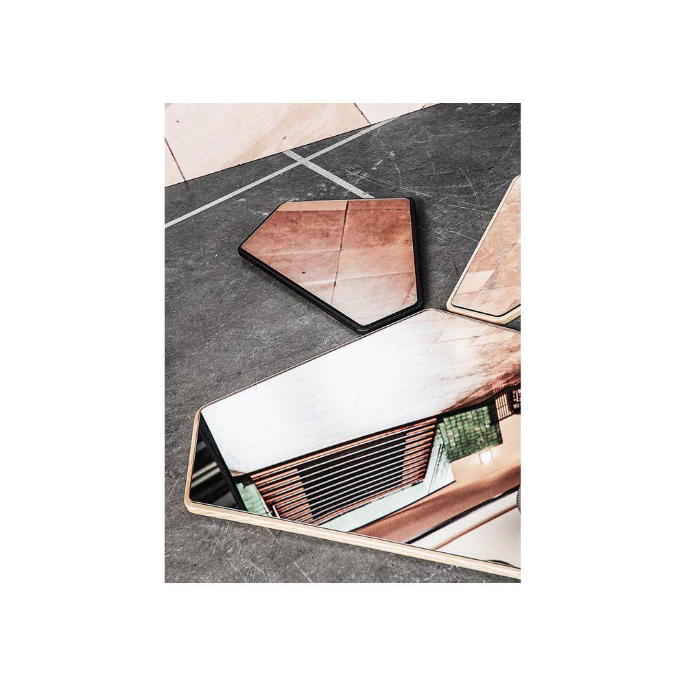 Miroir design g om trique avec cadre en ch ne ego for Miroir teinte design