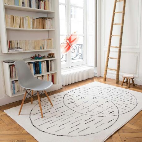 Black and white grapic rug