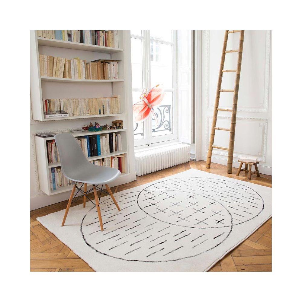 edito tapis graphique noir et blanc masomenos pure deco. Black Bedroom Furniture Sets. Home Design Ideas