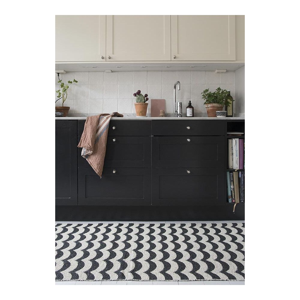 tapis plastique ext rieur brita sweden tapis scandinave. Black Bedroom Furniture Sets. Home Design Ideas
